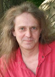 Rainer Ponitka (50) ist Geschäftsführer und Pressesprecher des Internationalen Bundes der Konfessionslosen und Atheisten sowohl auf Bundes-, als auch auf Landesebene. Er lebt und arbeitet in Overath.