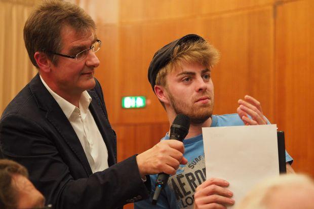 Jürgen Wiebicke holte Meinungen aus dem Publikum