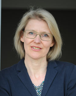 Die Kuratorin Dr. Barbara Engelbach ist seit 2004 ist sie am Museum Ludwig zuständig für die Samm¬lung Zeit¬genös¬sische Kunst mit Schwerpunkt auf Fotografie und Medienkunst. Zuvor konzipierte und leitete sie das Museum für Gegenwartskunst Siegen, Foto: Ulrich Tillmann