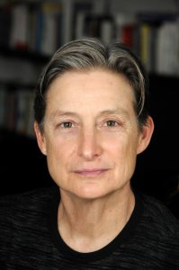 Personeninfo: Judith Butler lehrt Rhetorik und Komparatistik an der University of California, Berkeley. Ihre Arbeiten zu feministischer Theorie wurden weltweit beachtet. 1990 stieß sie die Diskussion um die Queer-Theorie an. Seit 2002 befasst sie sich mit Ethik der Gewaltlosigkeit. Juni 2016 hatte sie die Albertus-Magnus-Professur an der Universität zu Köln inne. Foto: (c) University of California, Berkeley.