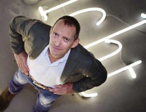 """Zur Person Seit März 2014 leitet der AmsterdamerJohn Jaspersdas Zentrum für internationale Lichtkunst in Unna. Er war Direktor des """"Museum Kunstlicht in de Kunst"""" in Eindhoven und das Thema Lichtkunst und dessen Vermittlung ist der rote Faden seiner Laufbahn. Er ist Initiator des neuen International Light Art Award, der seit dem letzten Jahr in Unna vergeben wird. Foto: Presse"""