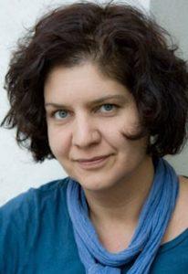 ZUR PERSON Schirin Khodadadian (*1969) ist als freie Regisseurin v.a. am Staatstheater Kassel tätig. Sie studierte Germanistik und Französisch in Münster und erhielt 2005 den Förderpreis für Regie der Deutschen Akademie für Darstellende Künste. Regisseurin Schirin Khodadadian, Foto: Marion Bührle