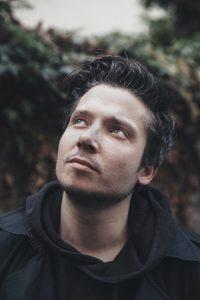 Bastian Kabuth wurde 1987 in Oberhausen geboren und wuchs in Essen auf. Nach ersten Erfahrungen als Regieassistent und Darsteller, ging er als Regieassistent ans Berliner Ensemble. Seit 2011 ist er als freier Regieassistent und Regisseur tätig, seit 2013 Regieassistent am Theater Oberhausen. Foto: Thomas Morsch