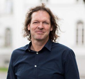 Zur Person: Tim Isfort wuchs in Moers auf. Der studierte Kontrabassist arbeitet als Musiker und Produzent. Seit Dezember 2016 ist er Leiter des Moers Festivals, das 1972 als Internationales Festival für New Jazz gegründet wurde. Vom 2. bis 5. Juni findet es zum 46. Mal statt. Foto: Dino Kosjak