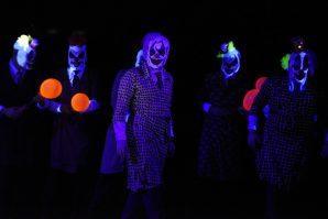 Tanz der bösen Horror-Clowns