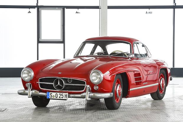 Ist das Kunst? Ein roter Mercedes-Benz 300 SL (1957) Abgas? Damals legte man den Fokus auf die Formen, Foto: © Mercedes-Benz-Classic