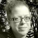 Zur Person: Inke Arns, Dr. phil., freie Kuratorin mit den Schwerpunkten Medienkunst und -theorie, Netzkulturen, Osteuropa ist seit 2005 künstlerische Leiterin des Hartware MedienKunstVereins Dortmund. Nach dem Studium der Slawistik, Osteuropastudien, Politikwissenschaften und Kunstgeschichte promovierte sie mit einer Dissertation zum Paradigmenwechsel der Rezeption der historischen Avantgarde und des Utopie-Begriffs. Foto: Anne Berger