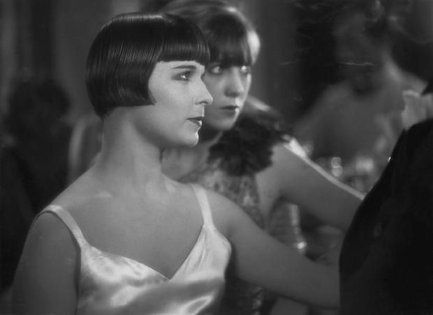 """Der neue Bubi-Look: Louise Brooks und Speedy Schlichter """"Tagebuch einer Verlorenen"""" (G. W. Pabst, 1929), Foto: Deutsche Kinemathek – Fotoarchiv"""
