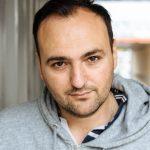 """Zur Person: Nuran David Calis, Jahrgang 1976, studierte Regie an der Otto-Falckenberg-Schule in München und arbeitet als Autor, Theater- und Filmregisseur. In Köln inszenierte er """"Die Lücke"""", """"Glaubenskämpfer"""" und """"Hool"""". Foto: Costa Belibasakis"""