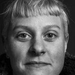Zur Person: Miriam Michel arbeitete zunächst als Regieassistentin am Schlosstheater Moers. Von 2011 bis 2014 war sie als Dramaturgin und Regisseurin am Kinder- und Jugendtheater des Theater Hagen beschäftigt. Sie ist Mitbegründerin des Performancekollektivs dorisdean, das Performances über Stigma, Körperbehinderung und Repräsentationen des Selbst realisiert. Foto: Nicolas Oswald